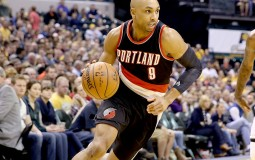 Gerald Henderson #9 of the Portland Trail Blazers dribbles the ball during the game against the Indiana Pacers at Bankers Life Fieldhouse on February 28, 2016 in Indianapolis, Indiana.