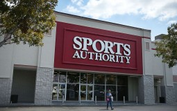 """""""Sports Authority"""" is shuttering down all of its 460 stores across the United States where which almost 14,500 employees are about to lose jobs in the next few months."""