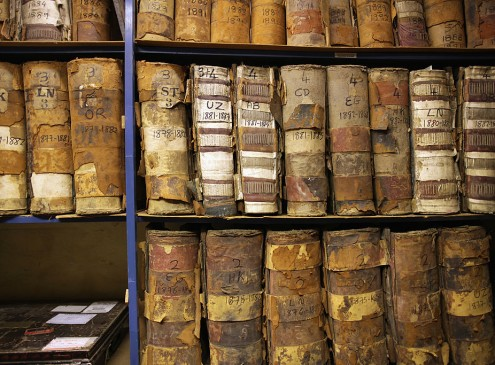 Study Shows Why Old Books Actually Smell Like Chocolates And Coffee [VIDEO]
