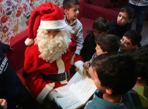 Harvard Spreads Christmas: Santa Claus is Coming to Class!