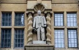 Statue Cecil Rhodes at Oriel College