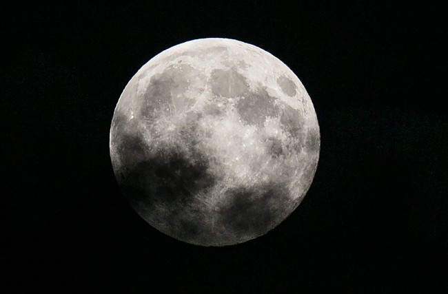 UCLA researchers determine moon's age