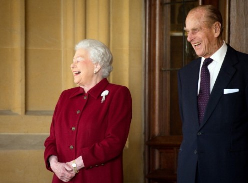 Queen Elizabeth and Prince Philip Cancel Christmas Travel Plans [Video]