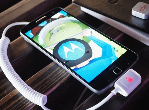 Android 7.0 Nougat Update Roll Out For Moto Z; Complete Guide From Nougat Prompt To Daydream VR Installation; 3 Changes To Expect After The Update [REPORT]