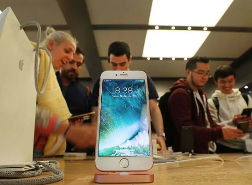 iPhone 7 & 7 Plus Latest News: Fewer Shoppers Pushes Apple To Halt Production; Vertical Dual Cameras For S-Models