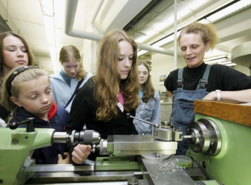American Association of University Women Exerts Effort to Attract Girls to STEM Courses
