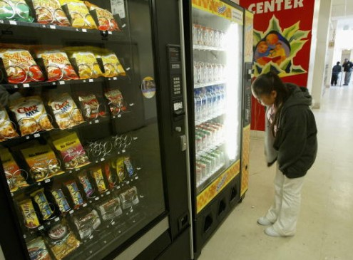 SUNY Community College Replaces Cafeteria Workers With Vending Machines [Video]