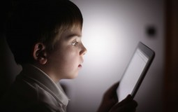 Toddlers' Gadget Exposure Linked to Less Sleep; But Researchers Say 'Not to Worry'