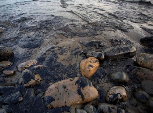 Scientists Develops New Method That May Clean Oil Spills Using Light [VIDEO]