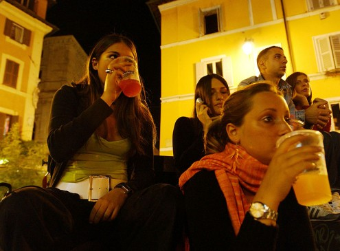 Study Suggests Social Media Leads to Alcohol Abuse Among College Students [VIDEO]