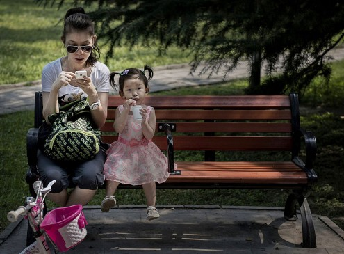 Excessive Use of Smartphones Cause Speech Delay In Children Under 2 Years Old [VIDEO]