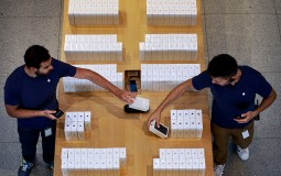 iPhone 8 Mass Production Is Right On Schedule, Apple Unveils iPhone 8 In September, Available For Purchase By October